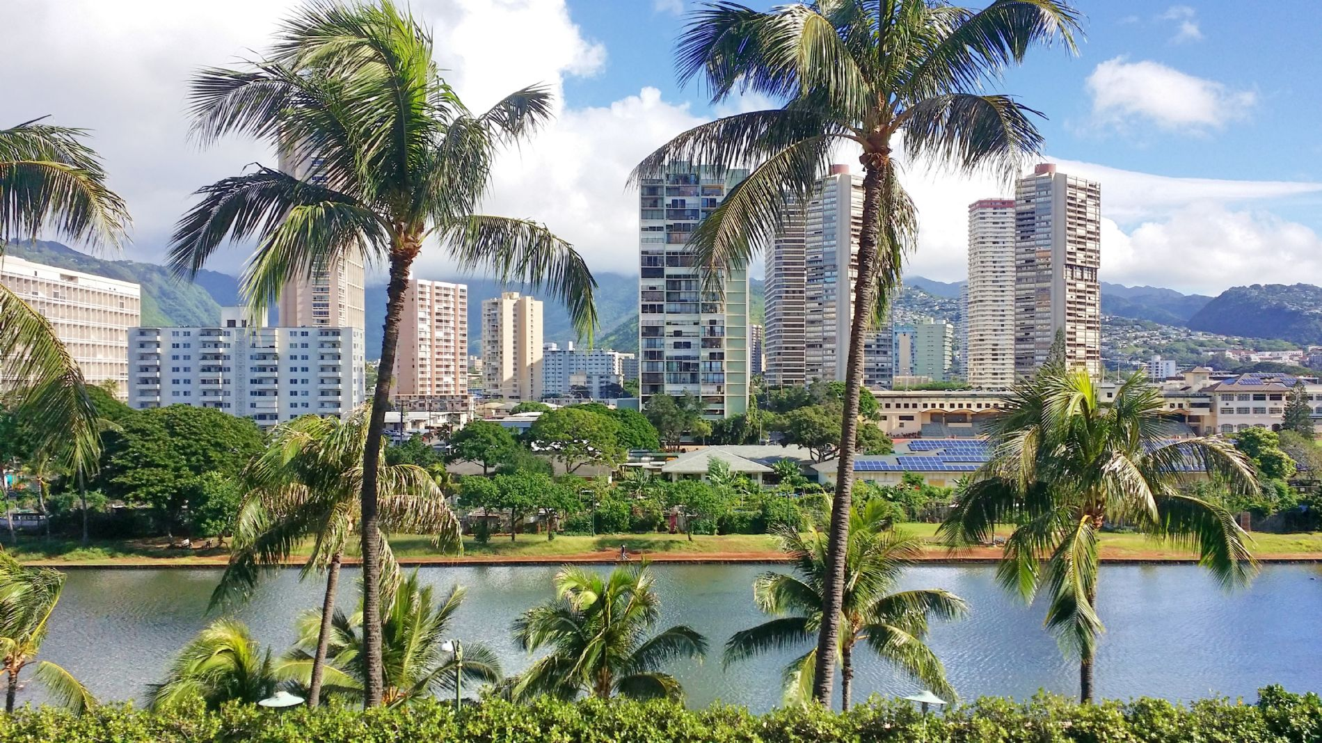 Fully renovated 2 Bedroom unit in Waikiki, Great location, Excellent